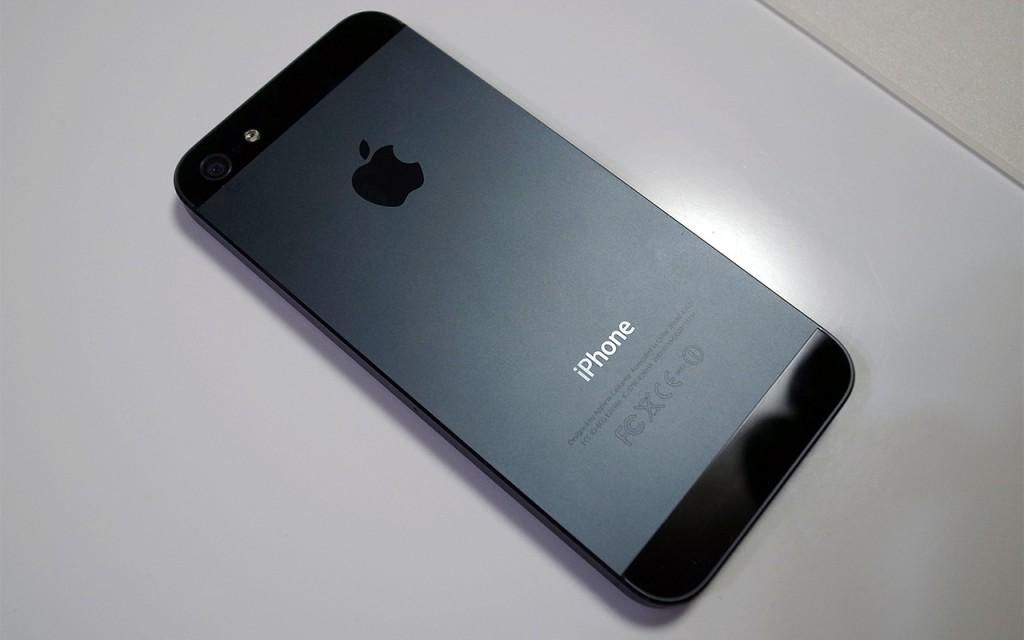 カスタム元の端末・iPhone 5(ブラック&スレート)