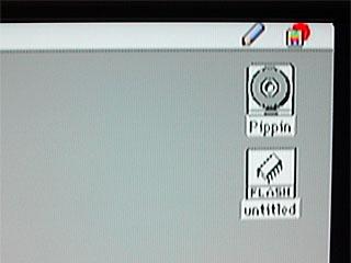 (デスクトップにシステムCDと本体のフラッシュメモリが現れました)