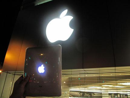 Apple Storeと光るiPad