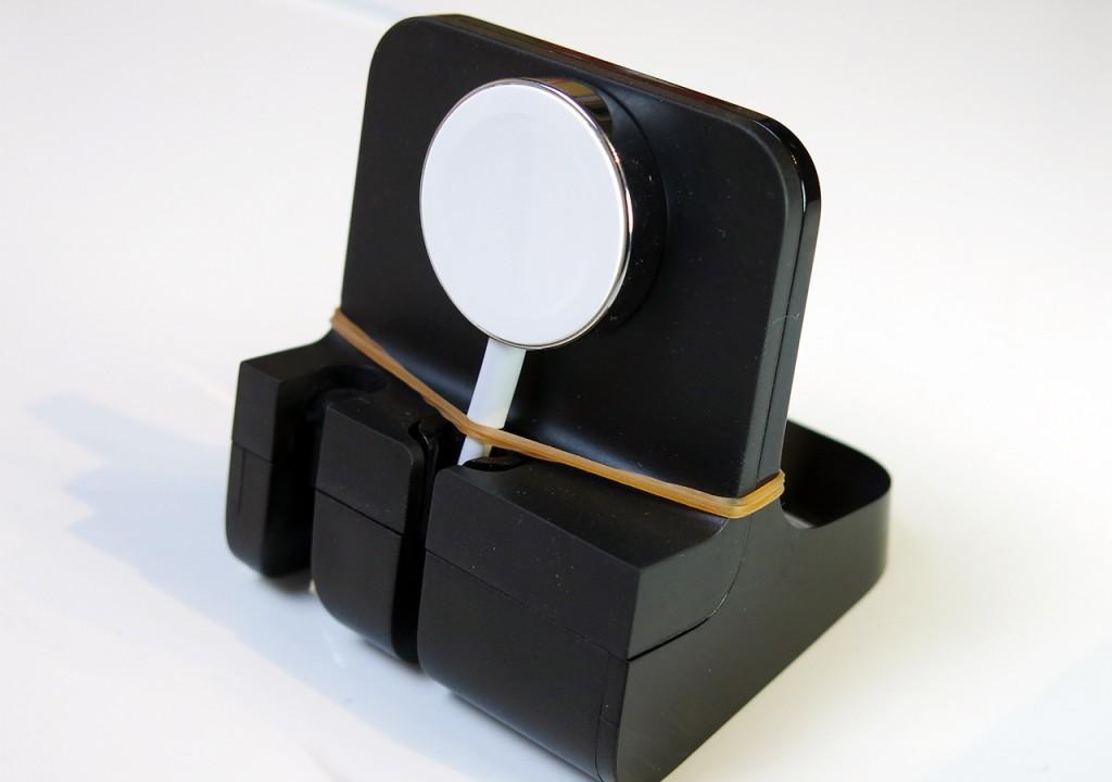 手っ取り早く輪ゴムで固定していますが、両面テープ等でも可。